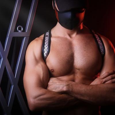 Locker-room, Harness